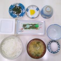 ご朝食は和定食を食堂にてご用意いたします