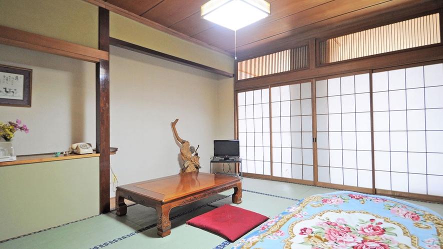 【本館-和室10畳一例】畳の香りに癒されます。