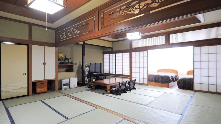 【本館-特別室一例】広々とした和洋室。大きな窓から景色を楽しむことができます。
