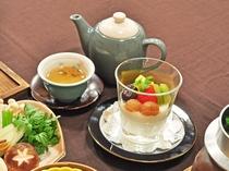 【薬膳一例】美肌などに効果のある薬茶。薬膳プランは飲み物でも体を癒します。