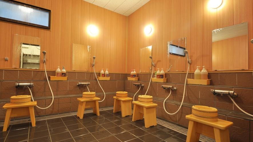 【大浴場】広々とした洗い場です。