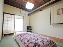 【本館 和室6畳一例】静かなお部屋でゆっくりお過ごしいただけます。