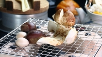 【食事】松茸づくし&松茸飛騨牛コースの一例。香ばしい焼松茸。