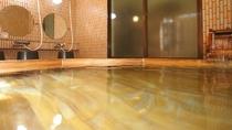 【風呂】男湯。檜の香りを楽しみ脚をのばしてゆっくりと。