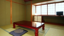【客室】茜の間(おまかせ和室)コンパクトながら踏込み付きのお部屋です。