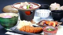 【食事】ビジネスプランの夕食一例。ボリューム満点で働きざかりの皆さまにピッタリ!