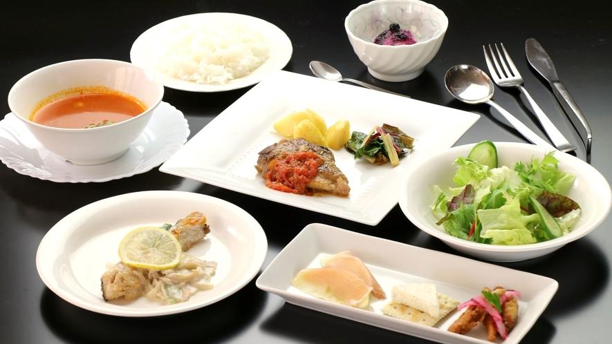 地元食材の日替わり料理。和食・洋食・中華とレパートリー豊か♪(洋食一例)