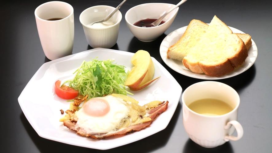 日替わりの洋朝食。目玉焼きメニュー