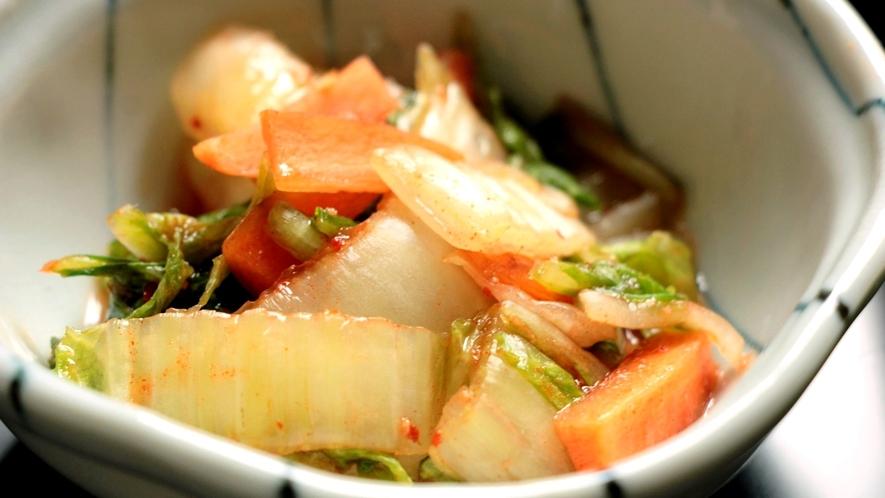 日替わり料理中華。自家製キムチ