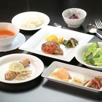 洋食一例。夕食は和食・洋食・中華の日替わりです。