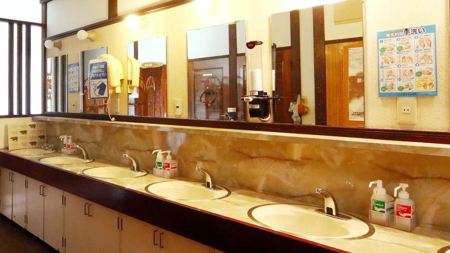 洗面台の蛇口を自動センサーへ変更し紙コップの設置などコロナ対策に力を入れております。