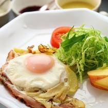朝食 目玉焼き