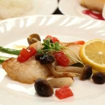 【夕食】魚料理一例。