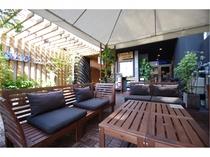【お洒落なテラス】カフェやくつろぎスペースとして使える、広々としたテラスがあります◎