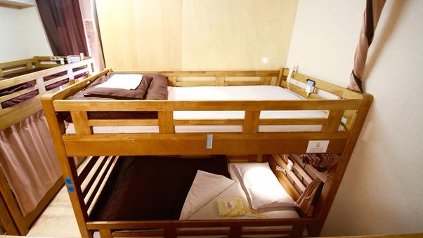 女性2名まとめて予約 女性ドミトリー内の2段ベッド1台