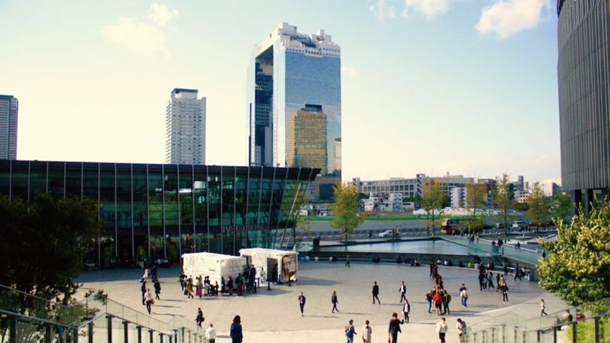 大阪駅から視たスカイビル