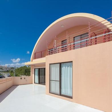 【外国人住宅使用のビッグスケール】エイサーの街沖縄市。テラスでは楽しくBBQが可能なコンドミニアム