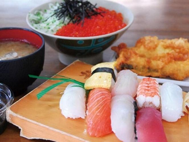 【車で9分】宿から近い!沖縄市漁業協同組合パヤオ直売店 大人気!漁港の食堂で魚介類を味わう!