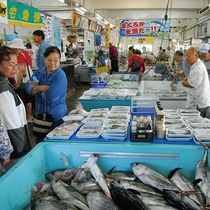 【車で9分】地元にも大人気、新鮮な魚がおいしい食堂。宿から近い!沖縄市漁業協同組合パヤオ直売店