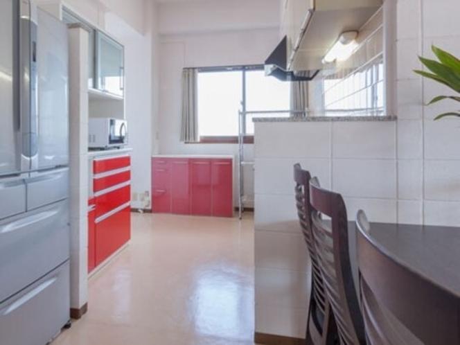 カラフルな配色のキッチン
