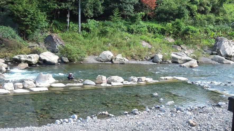 *恵まれた自然の中にある馬路温泉(ロビーやテラスからの景色)