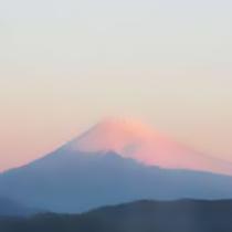 *天気の良い日には、客室や露天風呂からも富士山を望めます