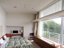 *和洋室 広めの和室とBEDROOM 大きな窓からは富士山が望める