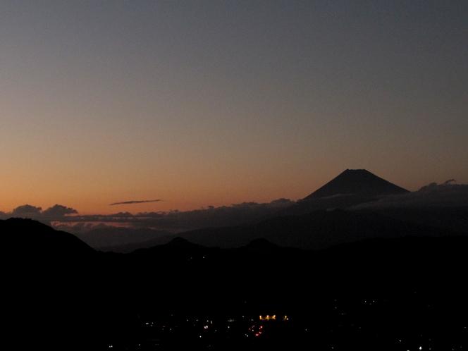 *富士山 夕景を背に