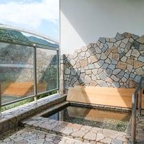 *【温泉】女湯一例。大自然に癒される露天風呂。