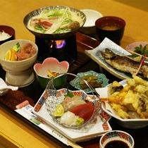 *【お料理】夕食一例。旬のものを存分に使った全10種のお食事をご用意