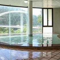 *【温泉】明るく景色が一望できる源泉100%の温泉です。