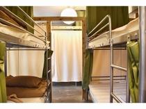 男女混合ドミトリー2段ベッド