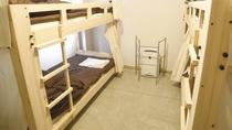 ・【男女混合ドミトリー一例】2段ベッド2台で1部屋4名様までお泊りいただけます