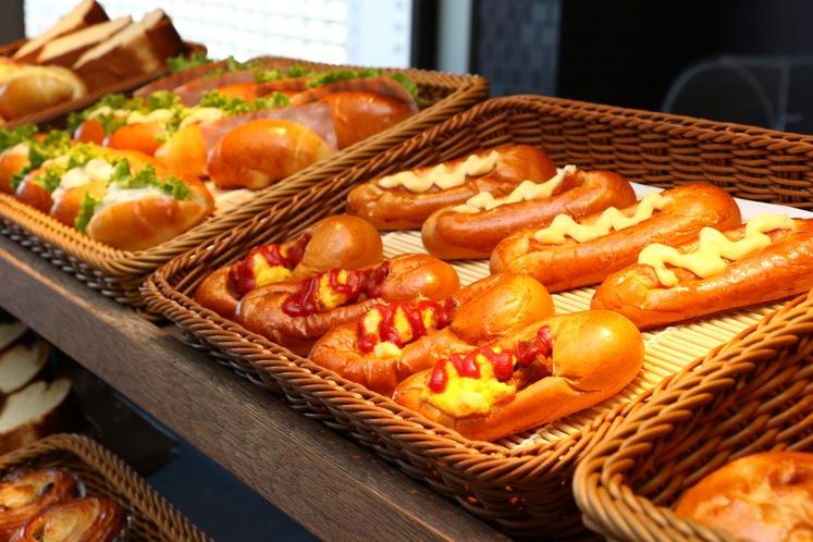 【朝食パン】毎日レストランで焼き上げる朝食パンはロイヤルイン自慢の一品です!