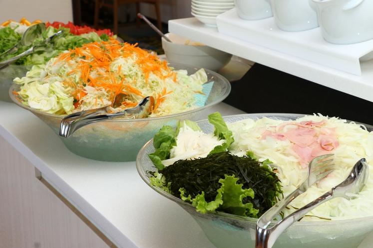 【朝食】レタス・オニオンサラダも人気です!