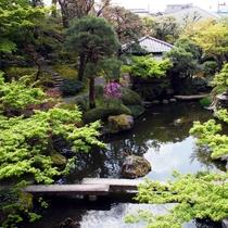小川治兵衛作「池泉回遊式日本庭園」