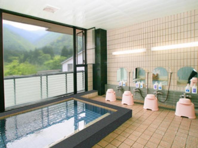 カルシム・ナトリウム硫酸塩泉 24時間入浴可 大きな窓です