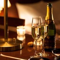 お二人だけの素敵な夜に、スパークリングワインを。※イメージ