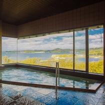 【最上階展望風呂】夕刻の頃には玄界灘に沈む夕日を一望できます!