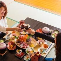 【お部屋食】ご夕食をお部屋でお楽しみいただけるプランもご用意しております。気兼ねなく、ごゆっくりと♪