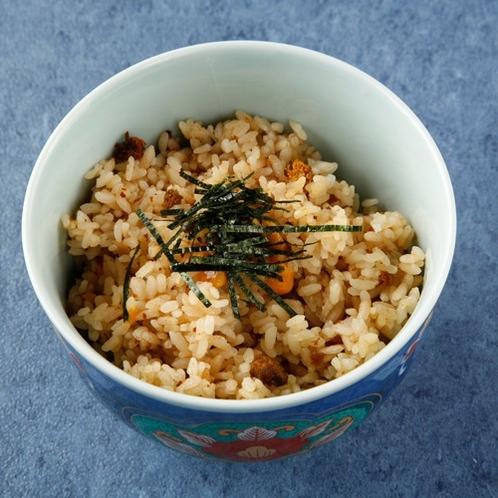 壱岐の郷土料理でもある「うにめし」は贅沢にもウニをふんだんに使用した炊き込みご飯です♪