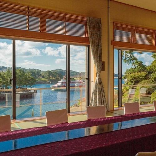 【宴会場】宴会場では大きな窓が全て海側に面しており、壮大な景色と共に壱岐の美食をご堪能いただけます