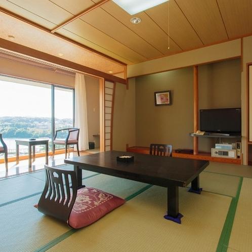 【全室禁煙】1名様から最大6名様までご利用可能な海が見える港向きの和室です。