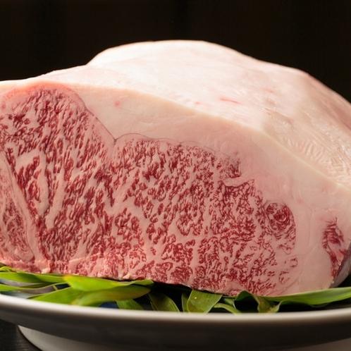 【別注料理】壱岐牛の肉質はきれいな霜降りでとても柔らかく、上品で口当たりの良い最高級の逸品です。