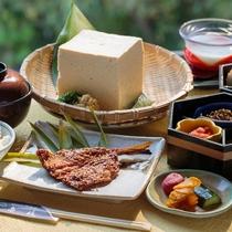 ミネラル豊富な壱岐豆腐やアジの干物などの島の恵みを朝から堪能できるご朝食となっております。