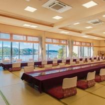 大きな窓は全て海側に面しており、壮大な景色と共に壱岐の美食をご堪能いただけます。