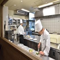 レストラン オープンキッチン