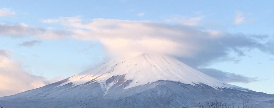 早朝、河口湖からの富士山