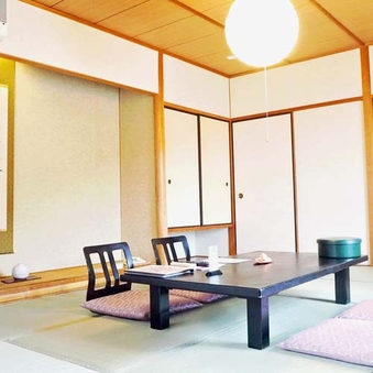 夕食「個室風お食事処」仙楽【花尾館10畳】山側、応接セット