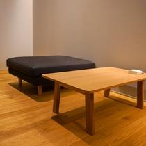 テラス111 テーブルとソファ